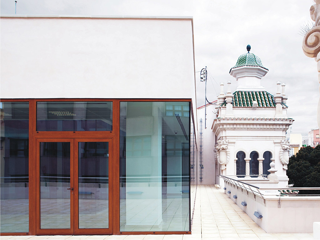 Refurbishment of the 1920 post office building in alicante for Aluminios cortizo